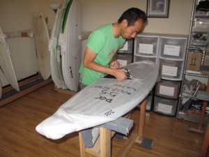 Taro over at NakiSurf opening up the first 5`5 New Toy!