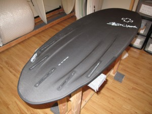 Its set up with five fin boxes, allowing you to ride it as a quad or thruster for ultimate versatility!